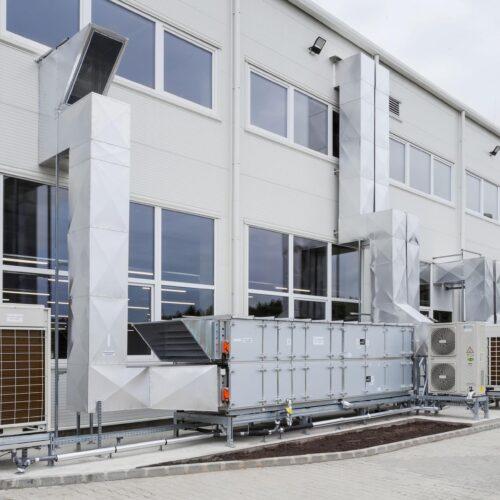 Üzemcsarnokok légkezelői, VRF DX hűtő-fűtő rendszerrrel. | Tervezés, kivitelezés. | szerelésvezető: Hoffmann Attila